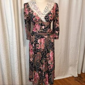 Dresses & Skirts - Fabulous Vintage 80s floral dress w/lace collar